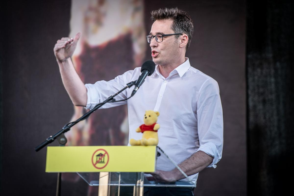 Tovább rángatja a kínai sárkány bajszát a budapesti ellenzék