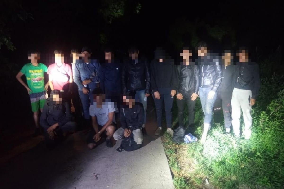 Kidobták az ajtón, jöttek az ablakon: mindenképpen át akart jutni a migránsbanda a határon