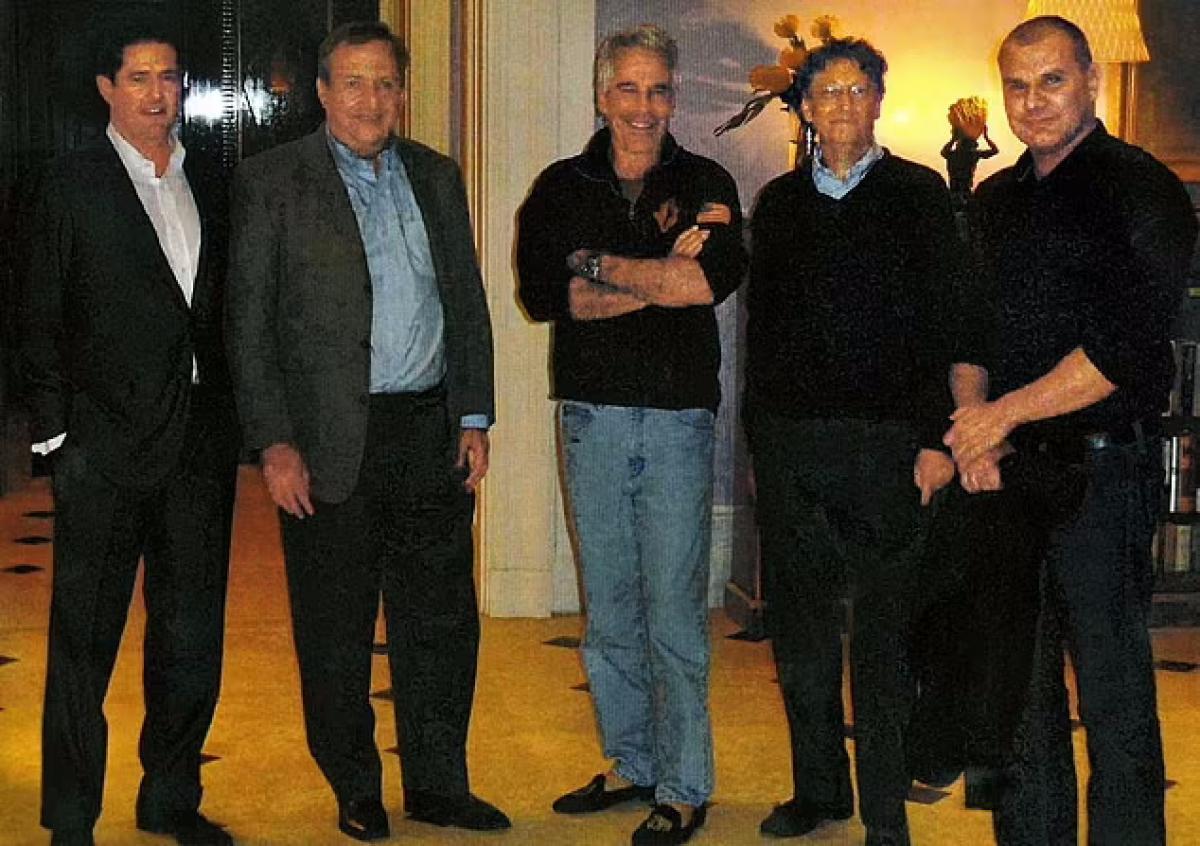 Jeffrey Epstein, a különös körülmények között öngyilkosságot elkövető hírhedt pedofil a New York-i otthonában tartott több tucat 'férfiklub' jellegű találkozó során tanácsokat adott Bill Gatesnek, hogyan vessen véget Melindával kötött 'toxikus' házasságának - állítja egy új jelentés