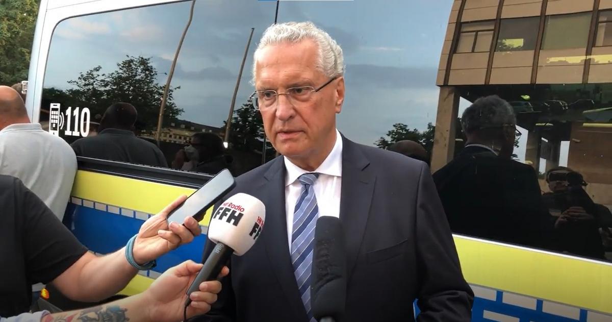 A BILD a bajor belügyminiszter szavait idézi: ismert volt az elkövető a rendőrség előtt