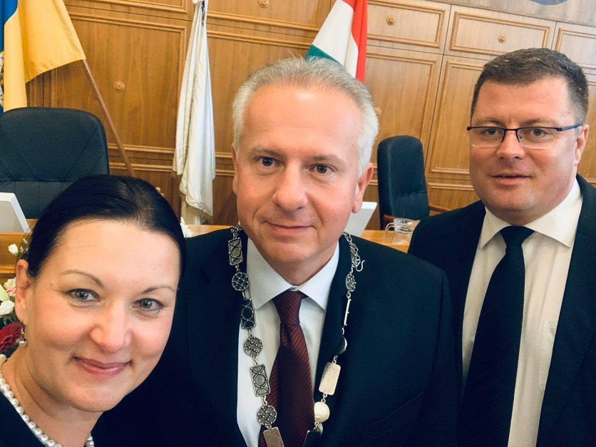 Ellenzéki repedés Pécsett: a helyi DK visszahívja az alpolgármesterét, az országos központ ezzel nem ért egyet