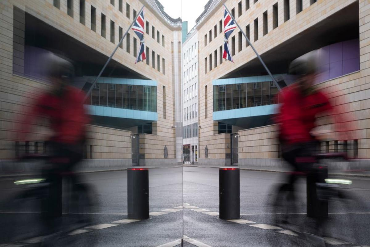Oroszországnak való kémkedés gyanújával letartóztatták a brit nagykövetség egyik munkatársát Németországban