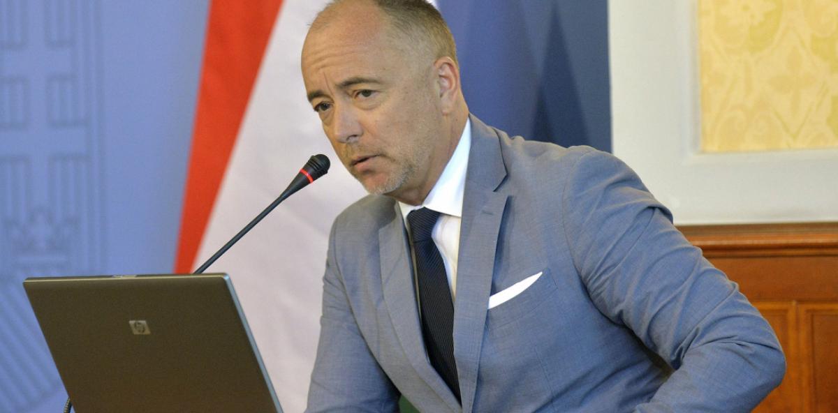 A Fidesz-vezette kormányban a hibáknak van következménye: Bus Szilveszter thai nagykövet vállalhatatlan életet élt, ezért menesztette és kirúgta a Külügy