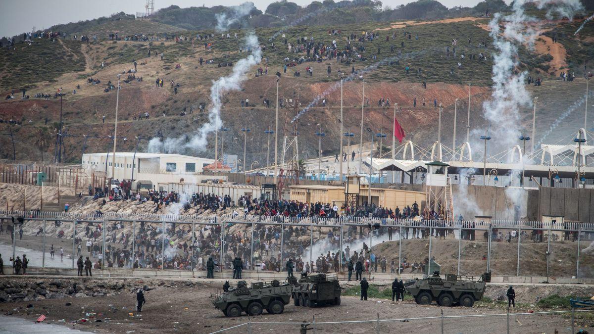Bosszúból 8000 migránst szabadított rá Marokkó a spanyol Ceuta exklávéra