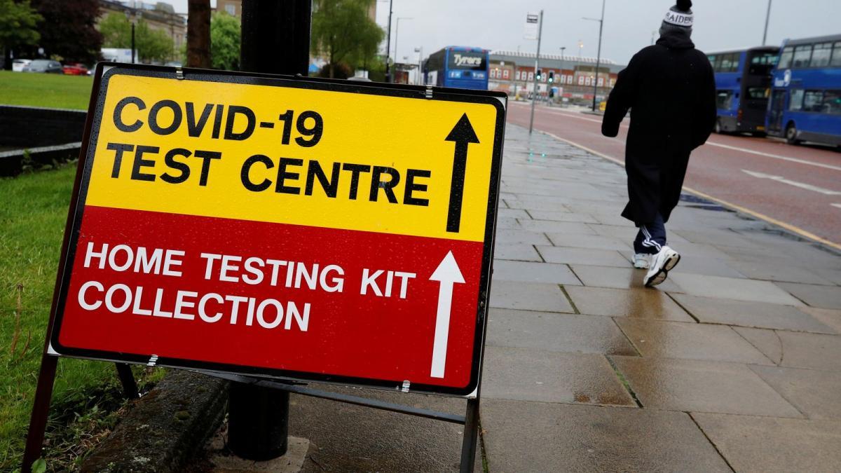 Meredek emelkedés a brit fertőzési adatokban, de az oltások működnek