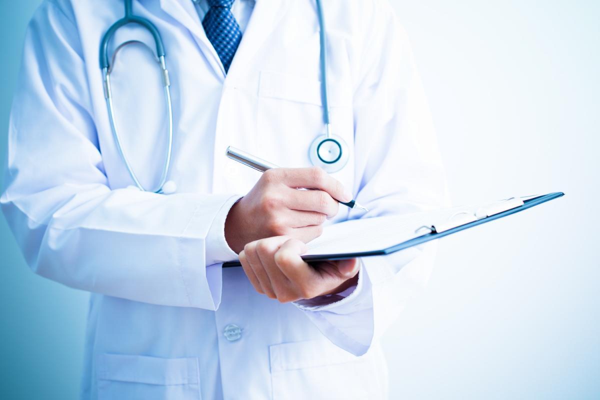 Naponta 6 orvos vándorolt ki Romániából 2020-ban