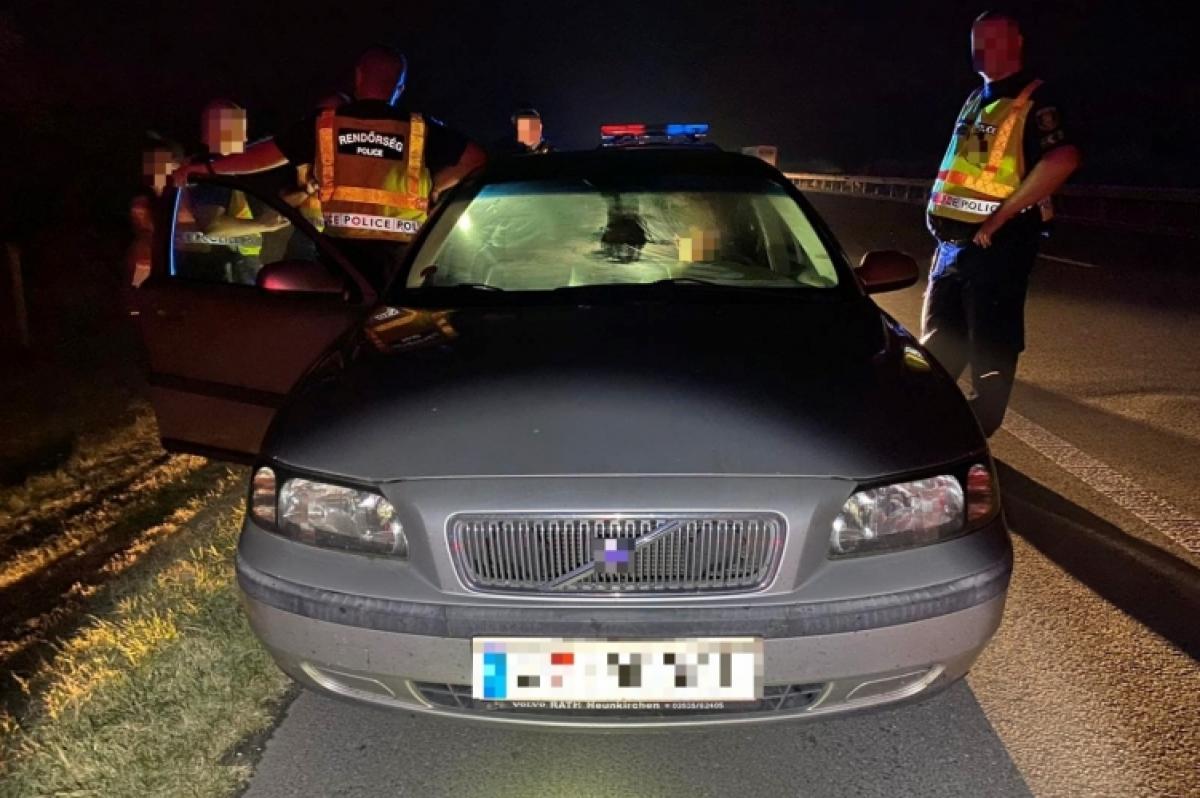 Az M5-s autópályán fogták el az embercsempészeket