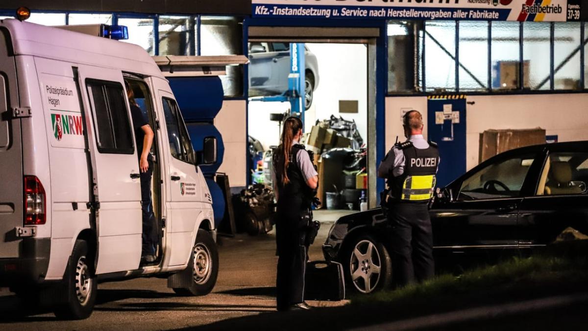 Nem vált be az autószerelő-műhelyben a migráns, ezért a főnök kidobta - este visszatért, és leszúrta a műhelyvezetőt