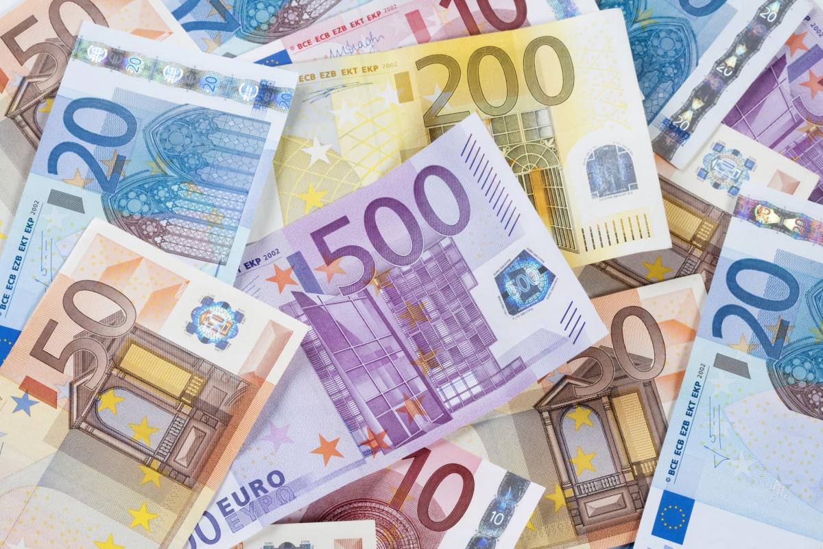 Bőkezűen támogatja a német állam a semmittevést: egy öttagú migránscsalád akár 1812 euró támogatást is felvehet havonta