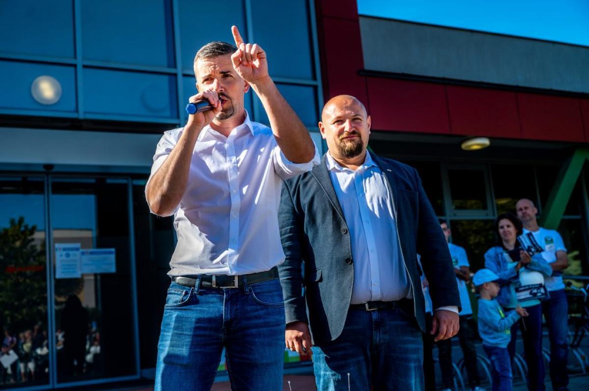 Jakab egy Karácsony-támogató baloldali vörösbáró lapjában fenyegette meg az OTP-vezér Csányi Sándort