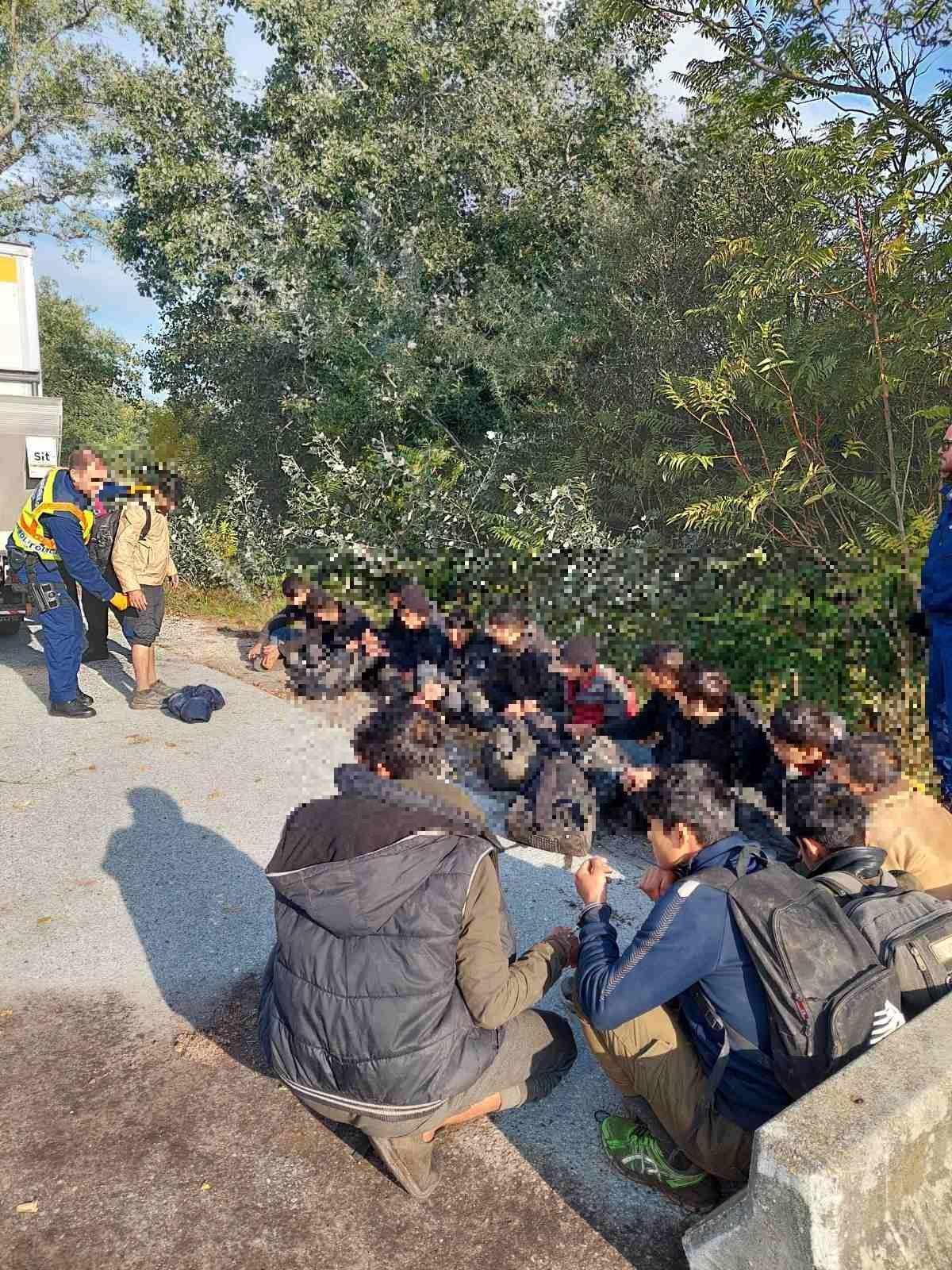 21 éves francia csempészett 16 illegális afgán migránst