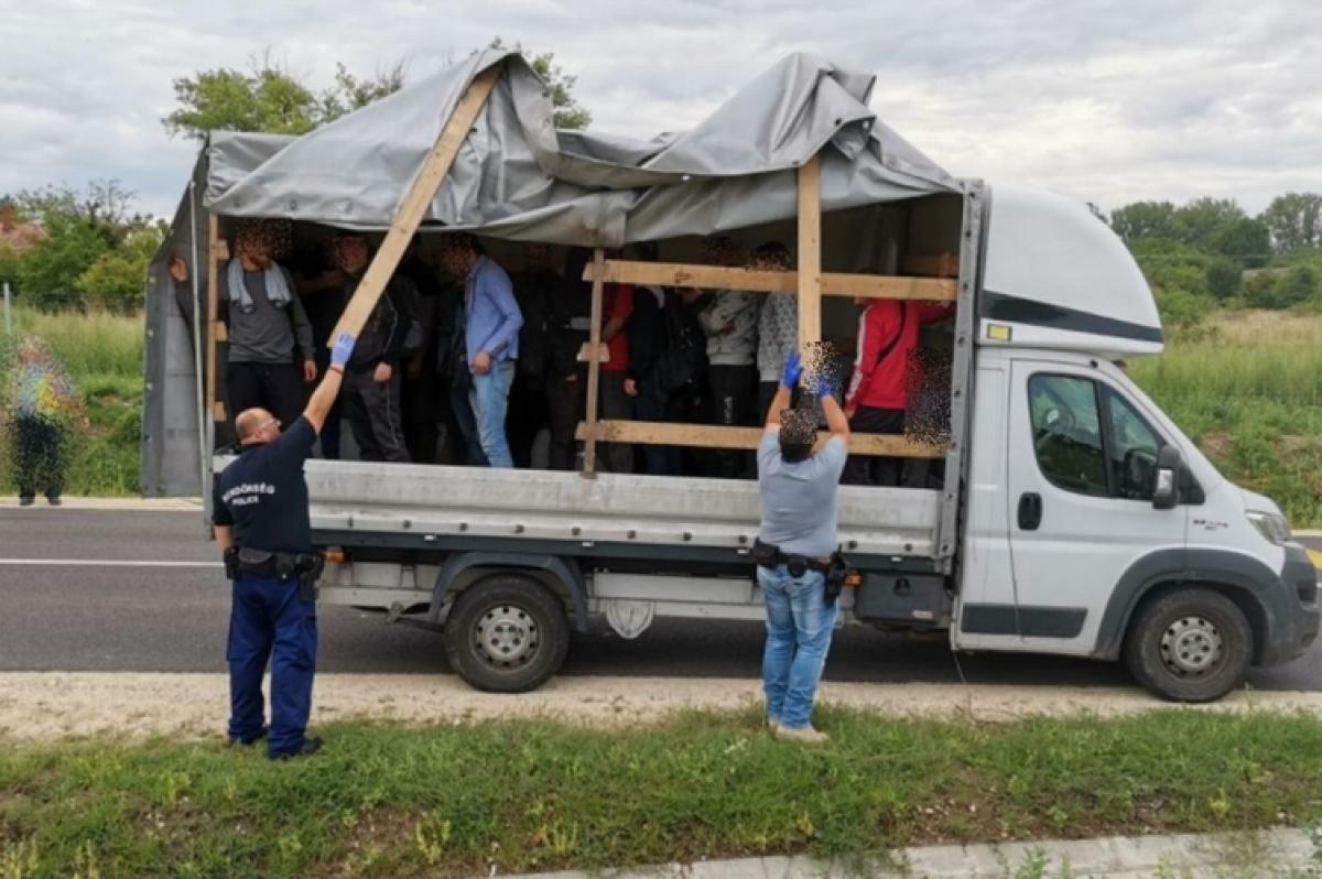 Nincs pihenés: újabb embercsempészt fogtak a magyar rendőrök
