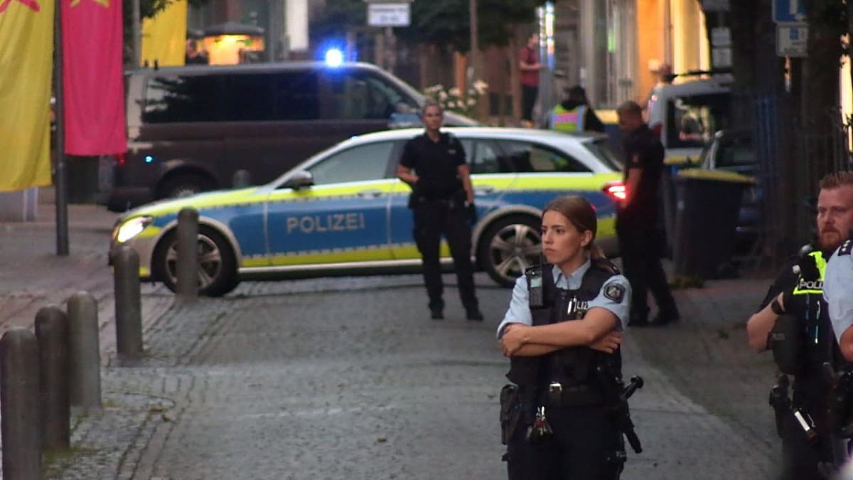 Két család klánja esett egymásnak Németországban: 20 rendőrautóval érkezett rendőrök akadályozták meg a vérontást
