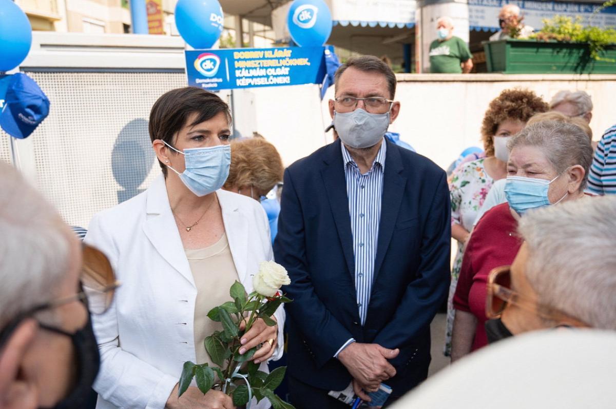 Gyurcsányék oltásellenes orvosát 3 baloldali kerületi önkormányzat is fizette