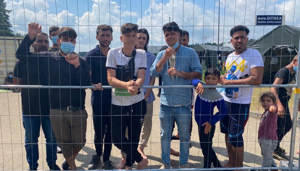 A Litván határon elfogott bevándorlók legújabb iPhone modellekkel rendelkeznek és 1500 dollár készpénzzel, de egyéb követeléseket is megfogalmaznak