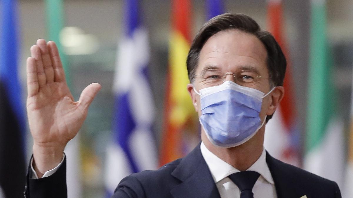 Rutte letérdeltette Hollandiát, elhibázták a járványkezelést, terjed a Delta-variáns