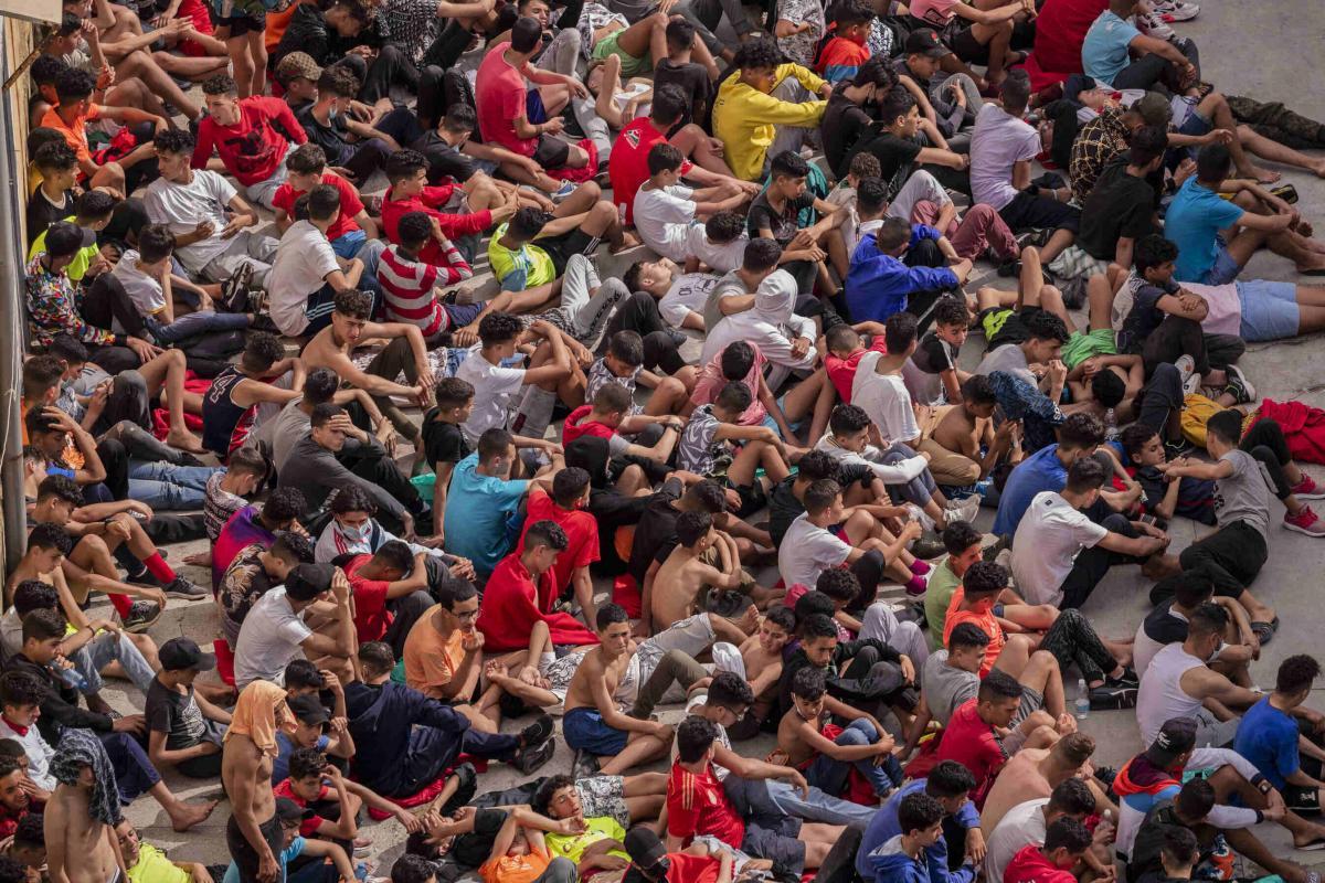 Több mint 2000 kiskorú migráns szökött át Marokkóból a spanyol Ceutába - a szülők 92%-a úgy nyilatkozott, maradjon a gyerek inkább Spanyolországban