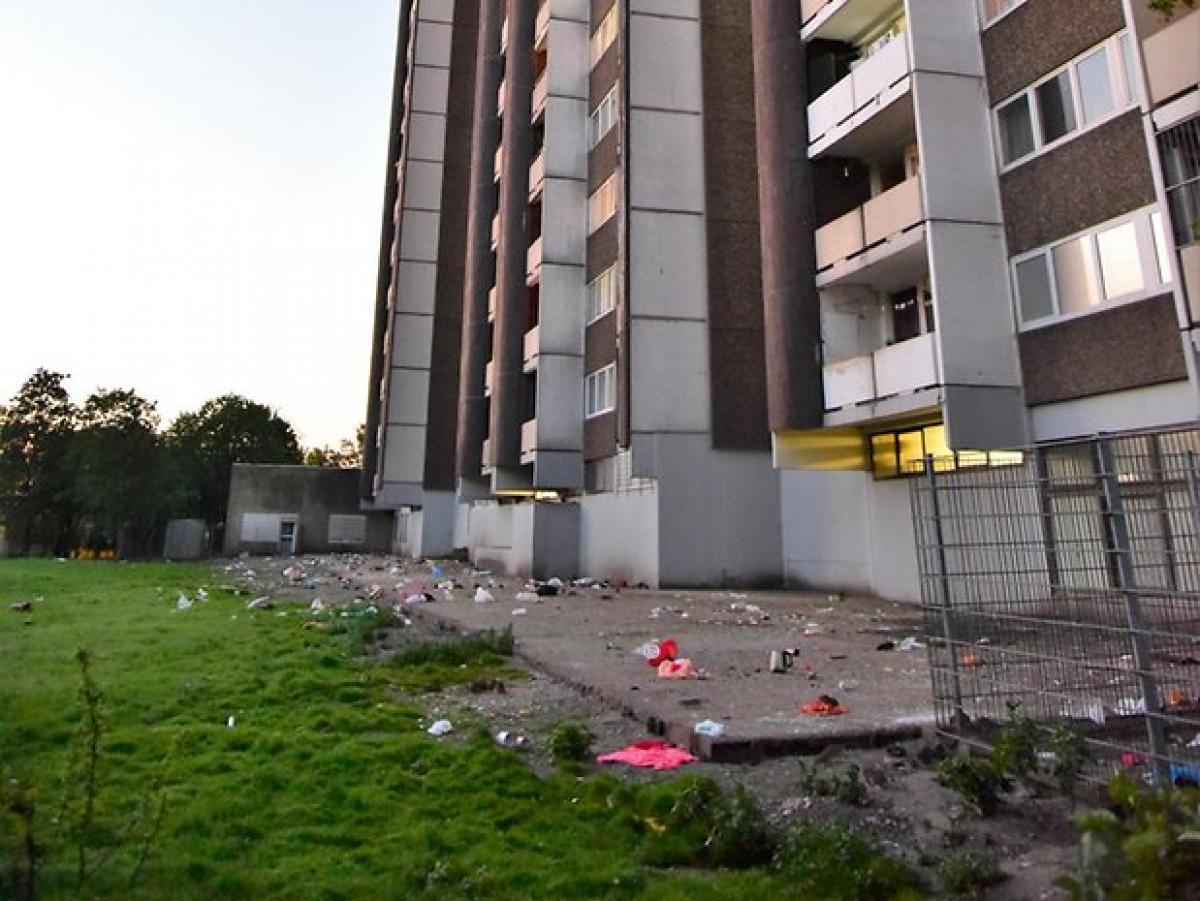 Brutális patkányinvázó Köln Rodenkirchen-Meschenicben - a lakók az erkélyről az utcára dobálják a szemetet a lakótelepen