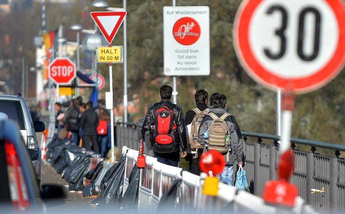 Az osztrák belügyminisztérium rekordszámú menekültkérelemre számít idén