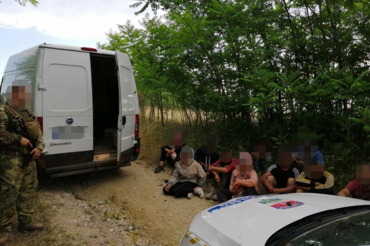 MigránTaxit fogtak a rendőrök, benne 10 illegális migránssal