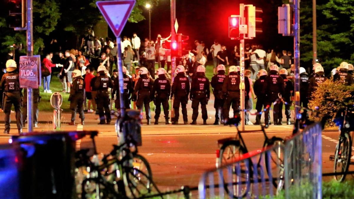 Az éjszakai münsteri zavargást megelőzően egy fiatal férfit életveszélyesen megszúrtak