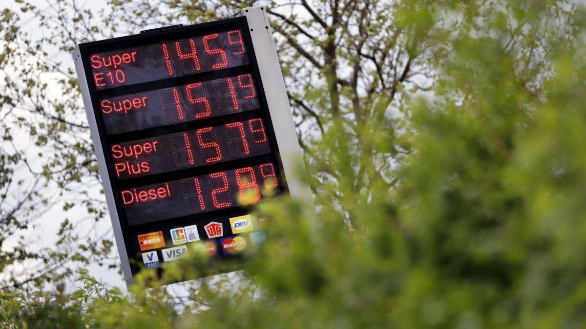 Zúgolódnak a németek és az osztrákok a benzin és a gázolaj meredek áremelkedése miatt