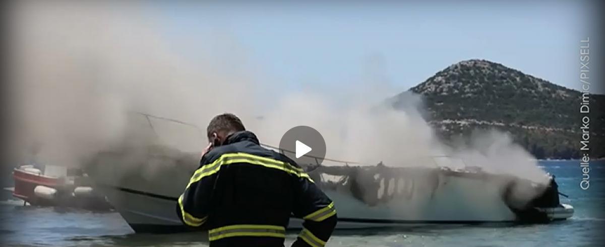 Gyakorlatilag beleolvadt a tengerbe egy luxusyacht Heinrich Strasse alatt az Adrián, annyira kiégett