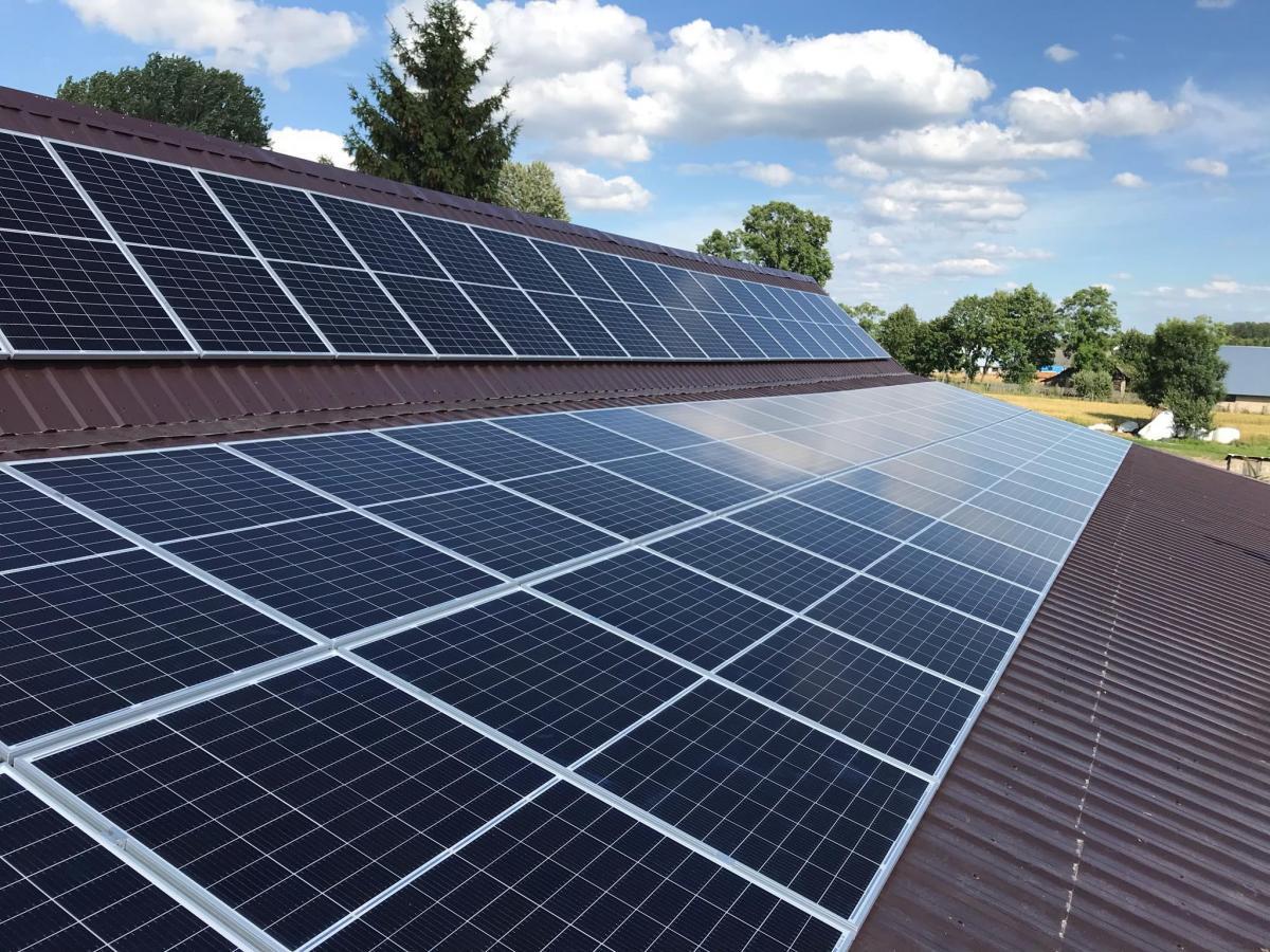 Energiahivatal: egy év alatt másfélszeresére nőtt a háztartási méretű naperőművek darabszáma és beépített teljesítménye