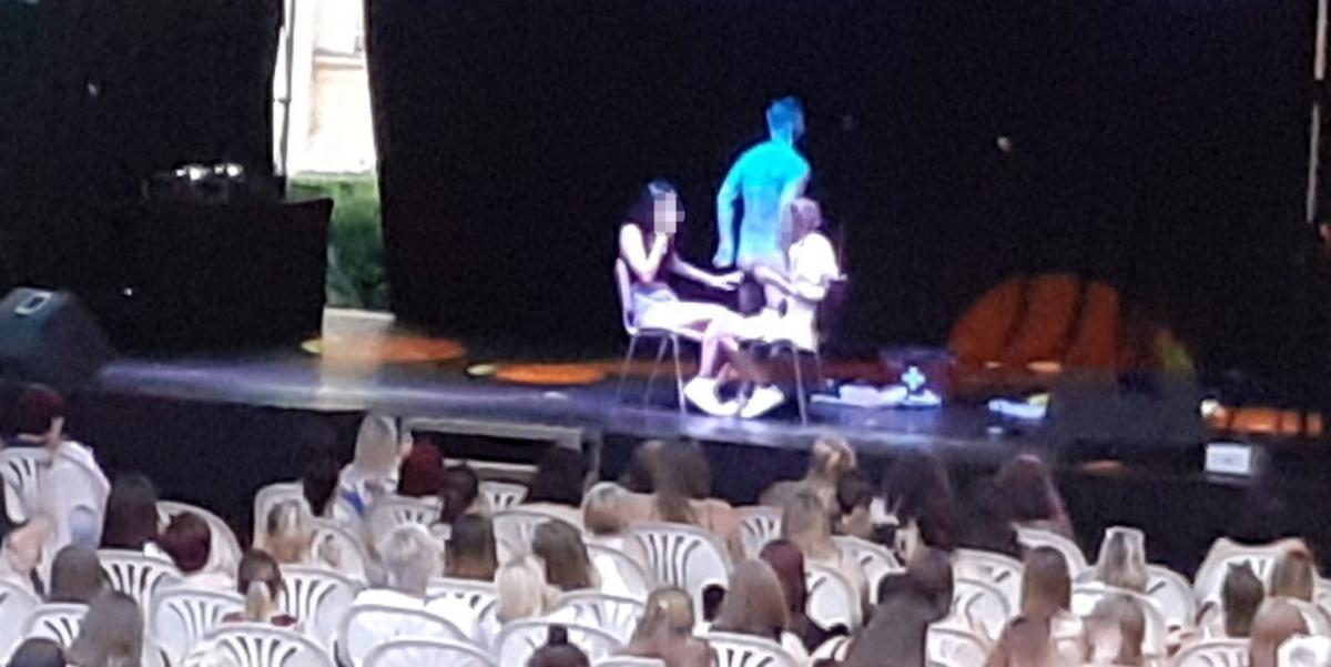Baloldali kultúra: chippendale show-ba fulladt Szentesen a Múzeumok Éjszakája