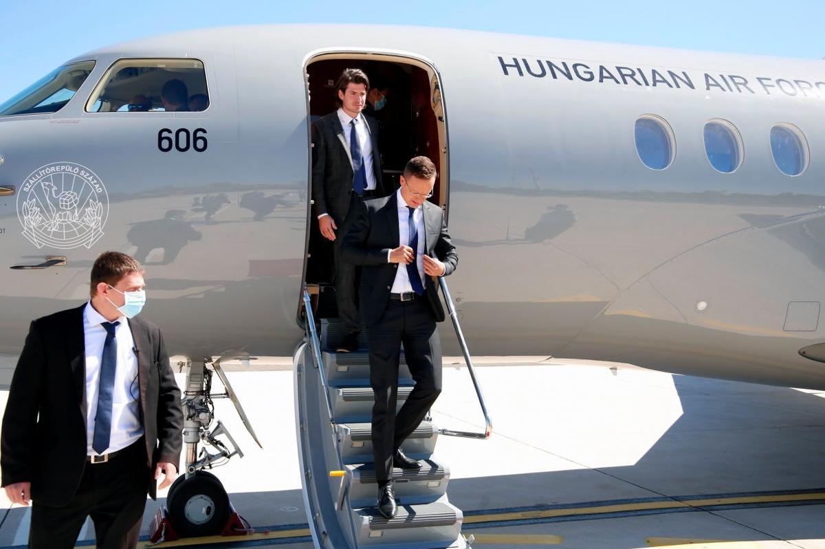 Hatalmas leleplezést szállított ma is az ellenzéki cselédmédia: a külügyminiszter Szijjártó sokat dolgozik