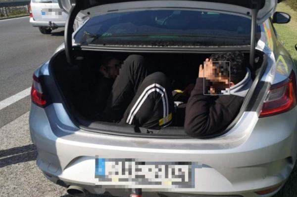 Hiába ugrott ki az autópályán és menekült az embercsempész