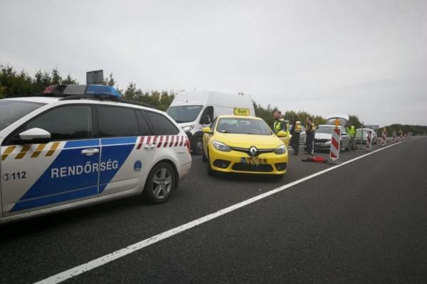 Magyar taxis csempészett migránsokat az M9-es autópályán