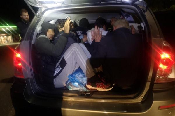 50 éves szír próbált 10 illegális migránst csempészni