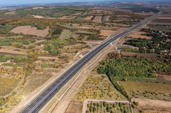 Az M30-as átadásával Magyarország készült el a leghamarabb a Via Carpathia útszakasz rá eső részével