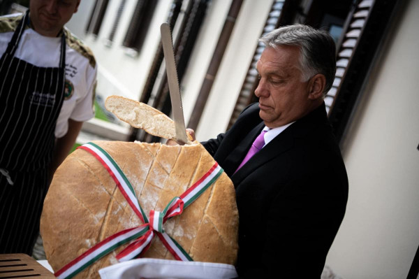Orbán Viktor: Új kenyér!