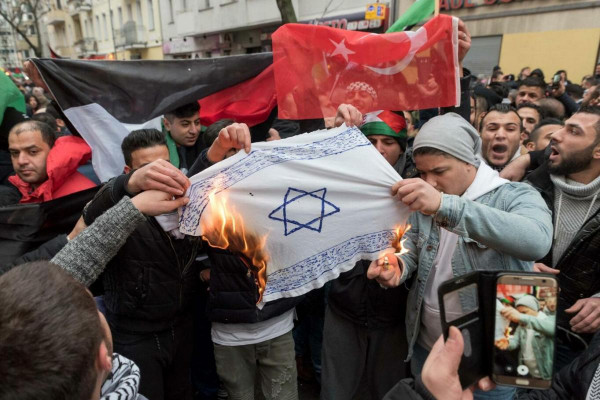 Német FOCUS magazin: Az integráció sikertelen - Németország puskaporos hordón ül, a széleskörűen elterjedt antiszemitizmus az iszlámban gyökerezik