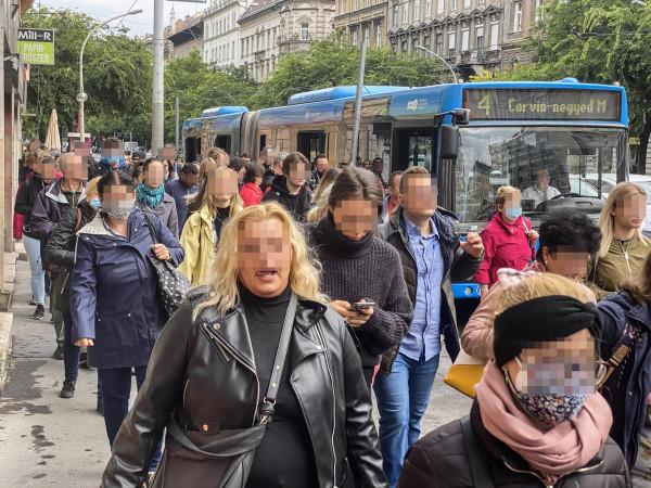 A tömegközlekedést is letérdeltette Karácsony azt követően, hogy a budapesti autós közlekedést tönkretette