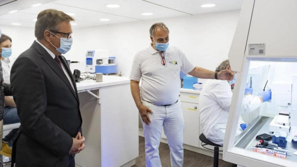 8 millió eurós bevétel pályázat nélkül - Tirolban szeptembertől egy frissen alapított cég végezte a PCR-tesztek felét