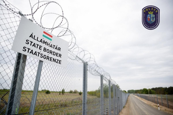 Brutális nyomás: Alig néhány óra alatt 3 embercsempész, 36 illegális migránst akart átcsempészni Magyarországon