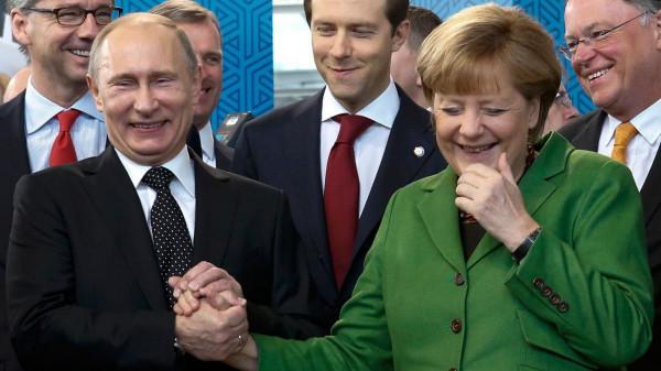 Akkor ennyit az új hidegháborús izmozásról: Biden zöld utat adhat a Németországot Oroszországgal összekötő Északi Áramlat 2 vezetéknek