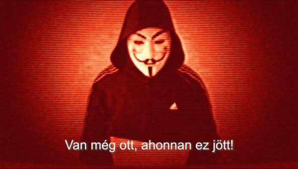 További részleteket sejtet az Anonymous-álarcos alak: volt már, aki közel járt ahhoz, hogy rájöjjön, miért nevezte első videójában kétszínűnek a politikust