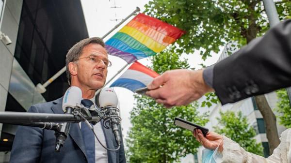 Holland miniszterelnök: Térdre, magyarok