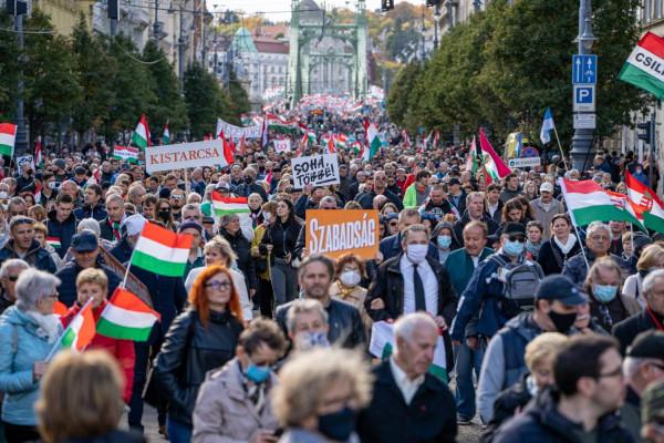 Annyira lebőgött az ellenzék a közös demonstráción, hogy a propagandamédia sem tudja a kínos égést kisebbíteni
