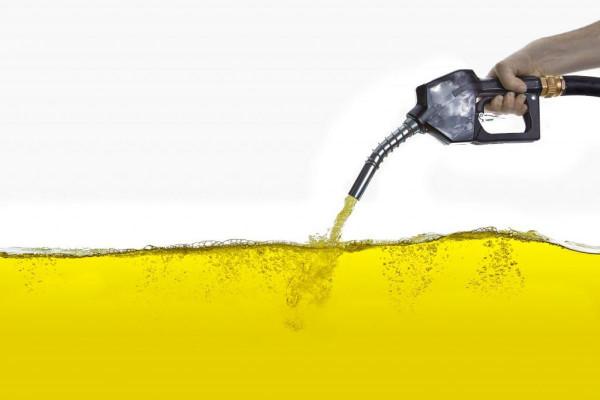 A CO2-adó bevezetésének következménye: akár újabb 16 eurócenttel is növelhetik német zöldpolitikusok a benzin árát literenként