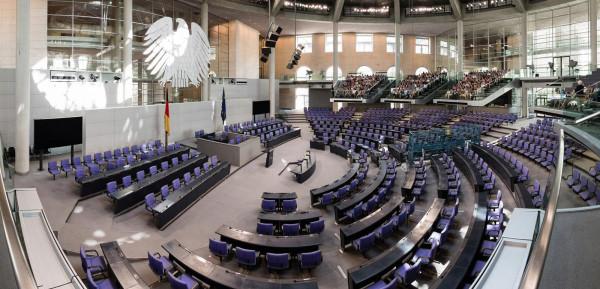Németország: a Bundestag szeptember 30-ig meghosszabbította a járványügyi vészhelyzetet, azaz a német kormány különleges felhatalmazását