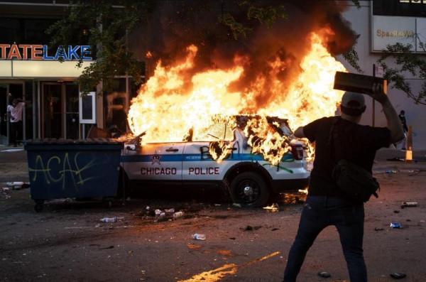 Képmutatás: csökkentik a rendőrség költségvetését, de a saját biztonságukért vastagon fizetnek a demokrata polgármesterek