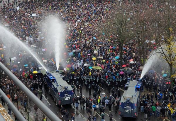Bezzeg: 12 berlini demonstrációt tiltottak be a hétvégén a fertőzésveszélyre hivatkozva
