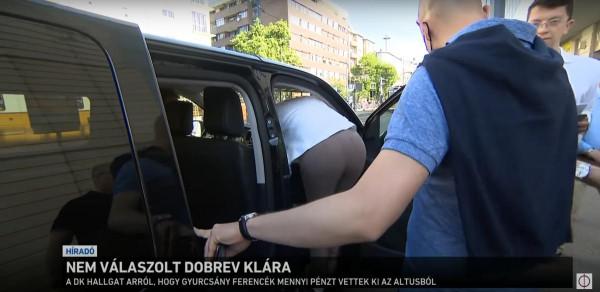 Menekülnek az ellenzék képviselői a sajtó kérdései elől
