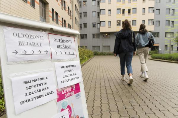 Miközben Németországban és Nyugat-Európában még csak az időseket oltják, idehaza 101 oltóponton zajlik a 16-18 éves fiatalok oltása Pfizerrel