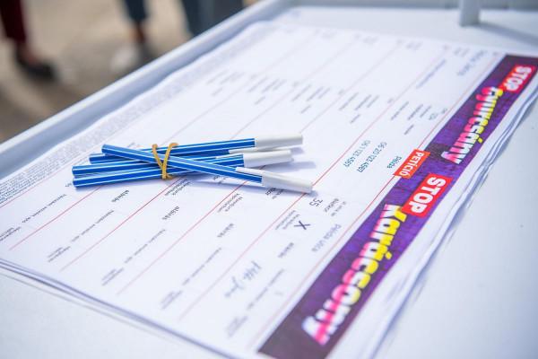 Már 400 ezer embernél is többen írták alá a STOP Gyurcsány, STOP Karácsony petíciót